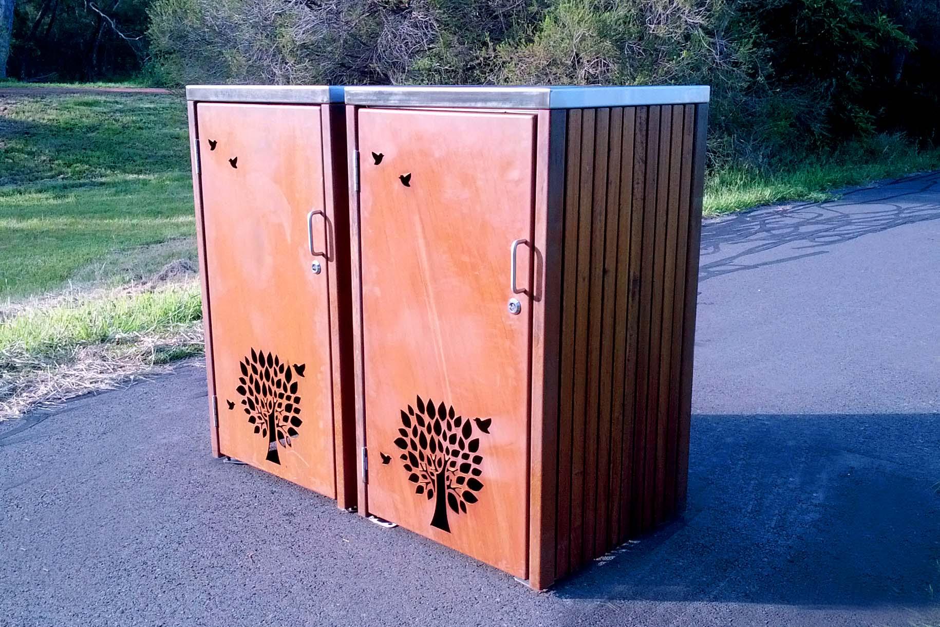 LR6162 (Rustic Corten frame, Australian hardwood timber)