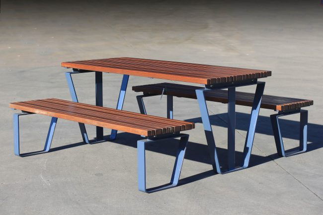 TM4512-11 (Powdercoated frame, Australian Hardwood timber)