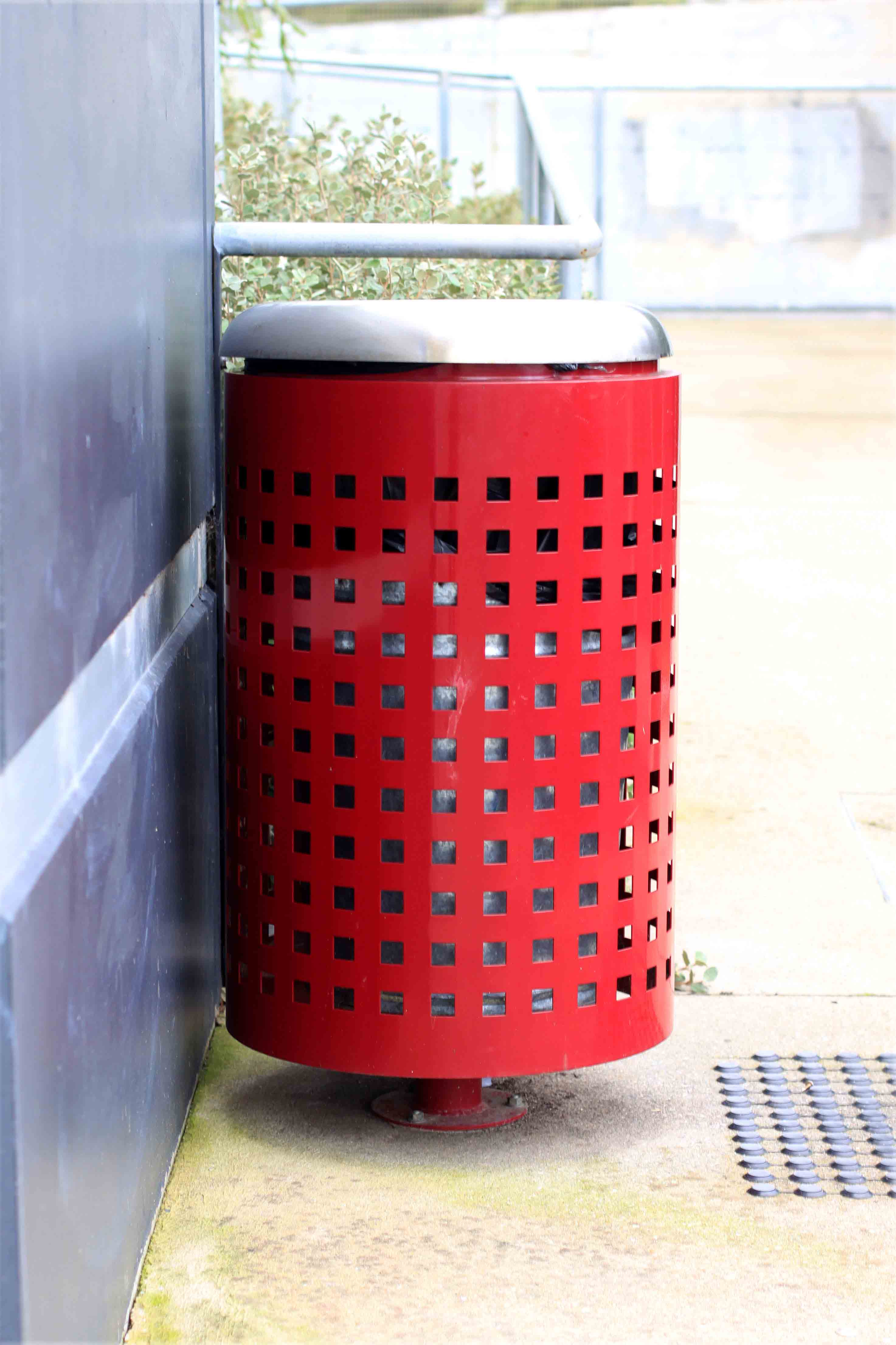 Blaze Litter Receptacle