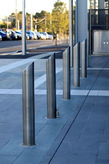 SB2056 Ellipitical Bollard (Extended leg and Hinged/fold down)